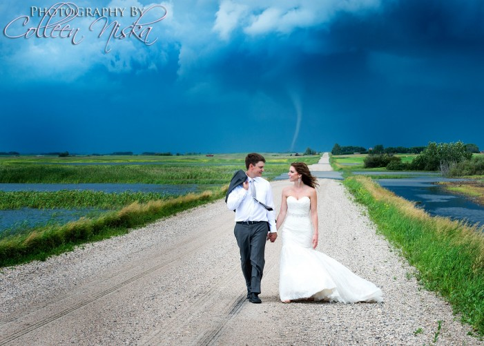 Tornado photo at wedding goes viral