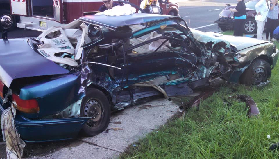 2-car crash on SR 200 leaves one injured & one dead