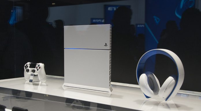 White Playstation 4, white ps4