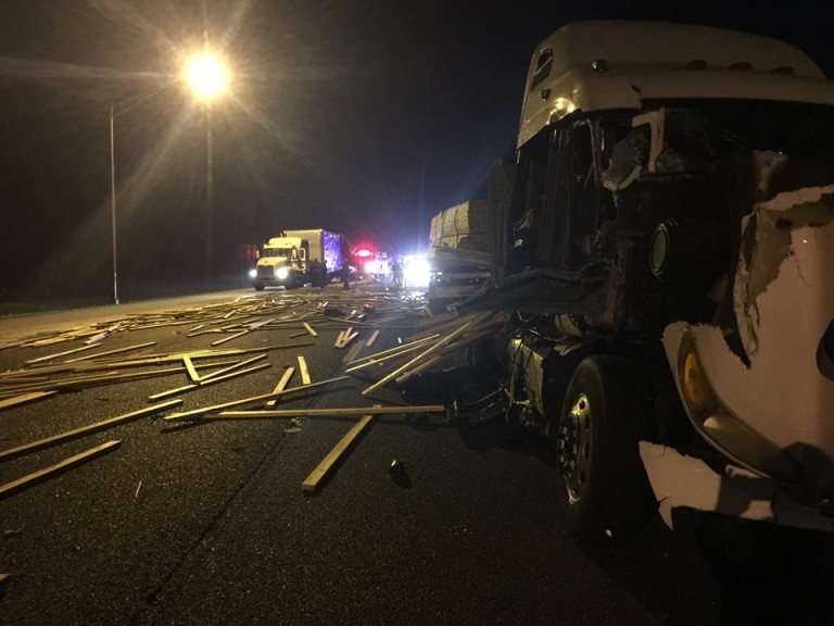 Four-vehicle crash shuts down I-75 for nearly 4 hours