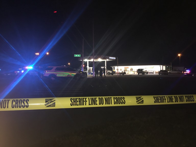Shooting leaves deputy injured, suspect dead