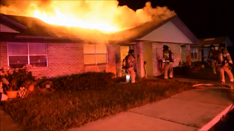 Video: Firefighters contain blaze in 11 minutes